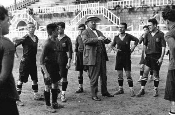 Arrivée du football par les colons